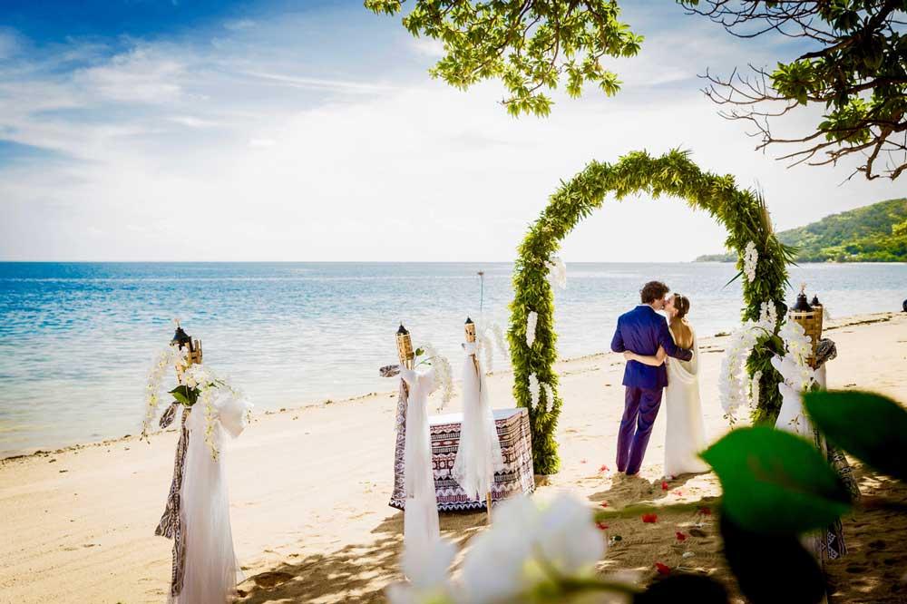 -wedding-&-honeymoon-resorts-in-the-mamanuca-islands-fiji