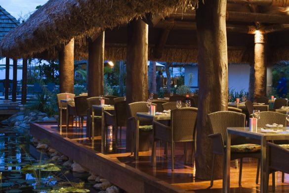 resorts in denarau with restaurants