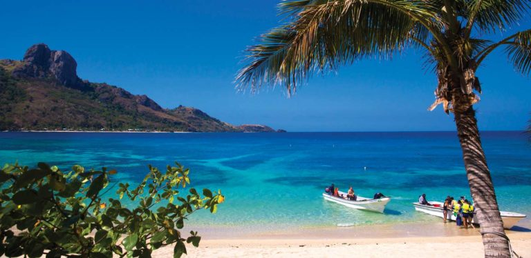 HEADER-fiji-luxury-itinerary-7-days-sand-&-sea-Credit-Tourism-Fiji