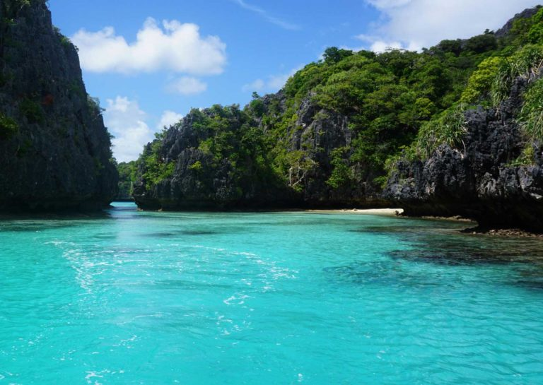 HEADER-luxury-guide-to-the-lau-islands-Credit-Captain-Cook-Cruises