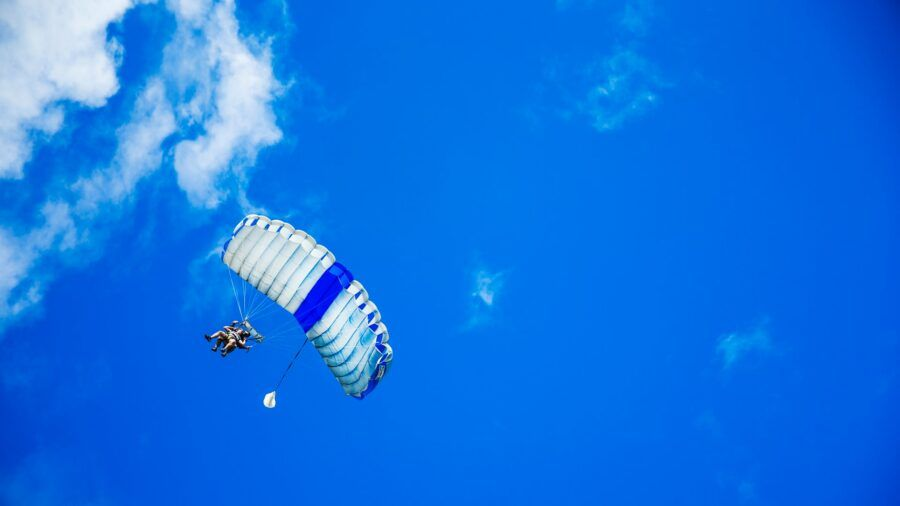 The Best Places to Do Skydiving in Fiji