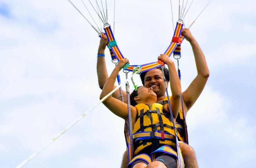 5 Best Places to Do Parasailing in Fiji